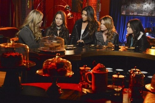 "Pretty Little Liars RECAP 3/18/14: Season 4 Finale ""A is ..."