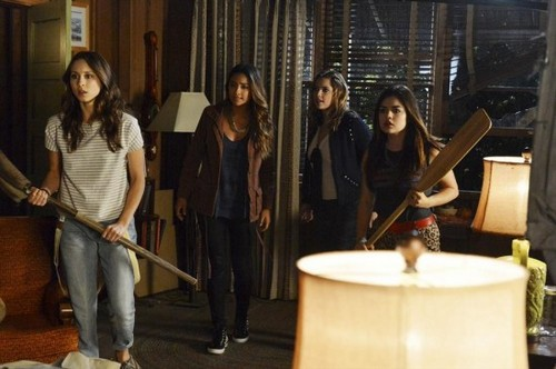 "Pretty Little Liars Spoilers Round-Up: Season 4 Episode 16 ""Close Encounters"" - Expect To Be Shocked!"