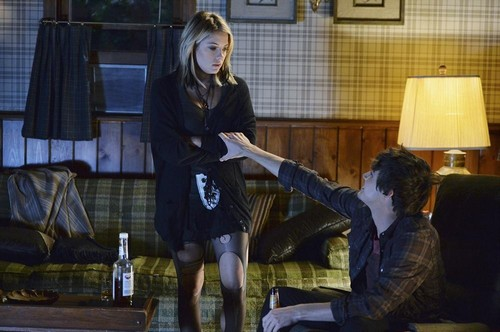 "Pretty Little Liars Spoilers Episode 8 with Synopsis Season 5 ""Scream for Me"" Sneak Peek Preview Video"