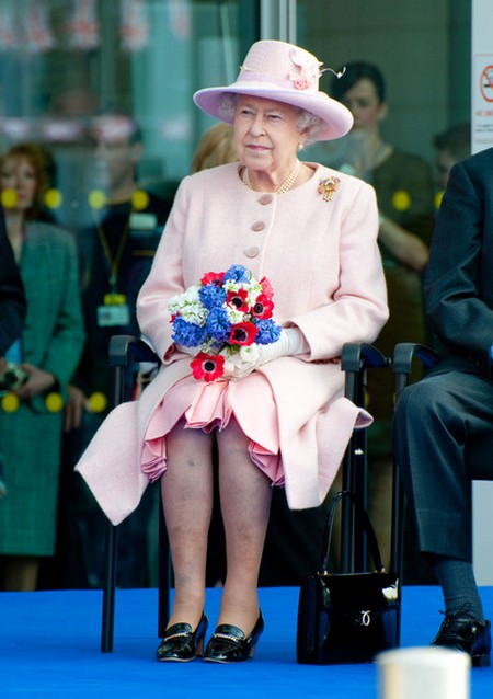 Queen Elizabeth II Surprises Newlyweds – But Not Kate Middleton And Prince William
