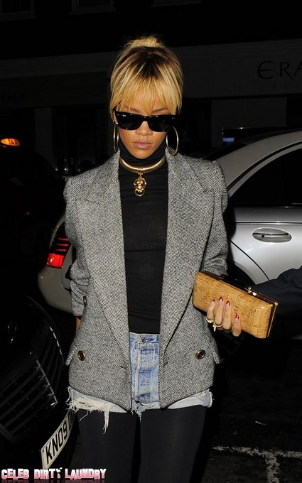 Rihanna Hooks Up With Rob Kardashian