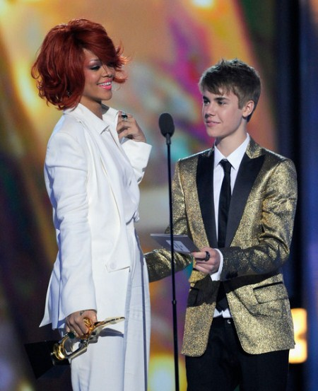Justin Bieber Is Cheating On Selena Gomez With Rihanna