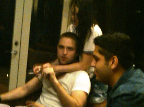 Robert Pattinson Caught With Another Man - Is He Bisexual? (Photos)