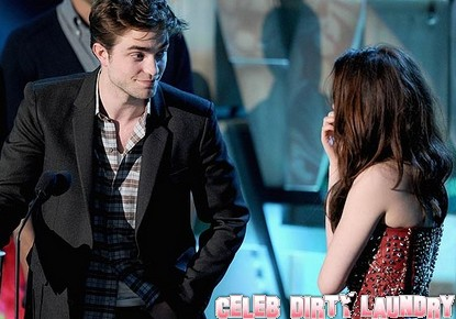 Is Robert Pattinson & Kristen Stewart's Relationship On The Rocks?