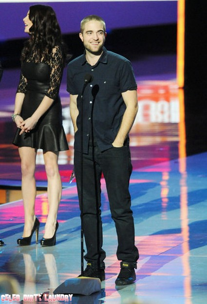 Robert Pattinson Debuts New Haircut At People's Choice Awards