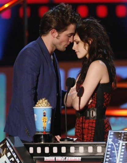 kristen stewart and robert pattinson 2011 mtv. Bella (Kristen Stewart)