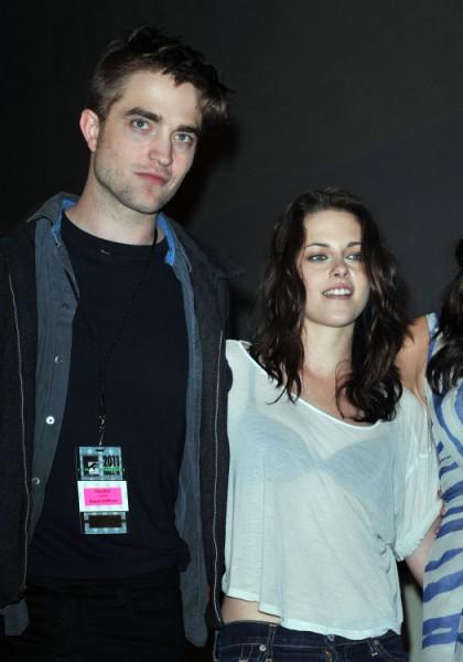 Witness Report: Robert Pattinson And Kristen Stewart Seen Driving Together 0920