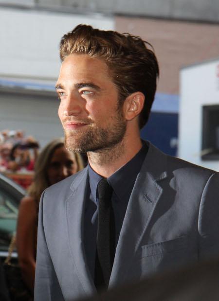 Robert Pattinson and Kristen Stewart Prepare for Long Distance Relationship: Romantic Disaster on the Horizon?