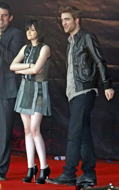 Robert Pattinson Wants Kristen Stewart Only On His Terms 0912