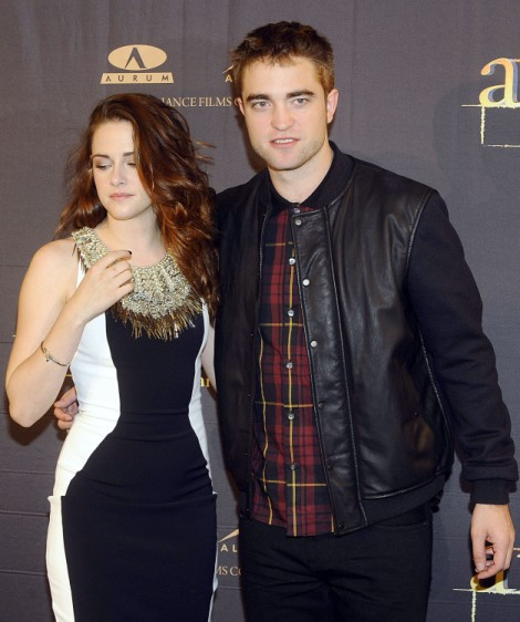 Kristen Stewart Who? Robert Pattinson Alone And Making The Rounds In NYC 1223