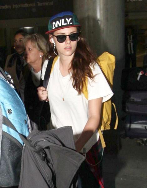 Robert Pattinson Avoids Kristen Stewart At LAX After Spending Time Apart (Photos) 1026