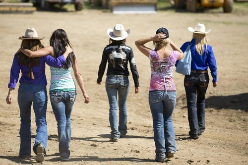 "Rodeo Girls RECAP 1/2/14: Season 1 Episode 5 ""Hot To Trot"""