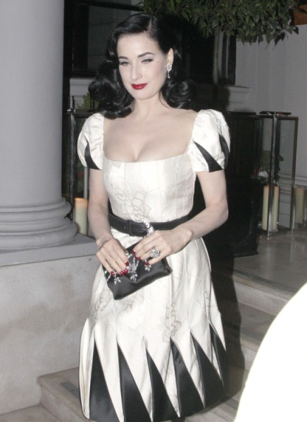 Russell Crowe And Dita Von Teese Hooking Up While He's Working Things Out With His Wife 0114