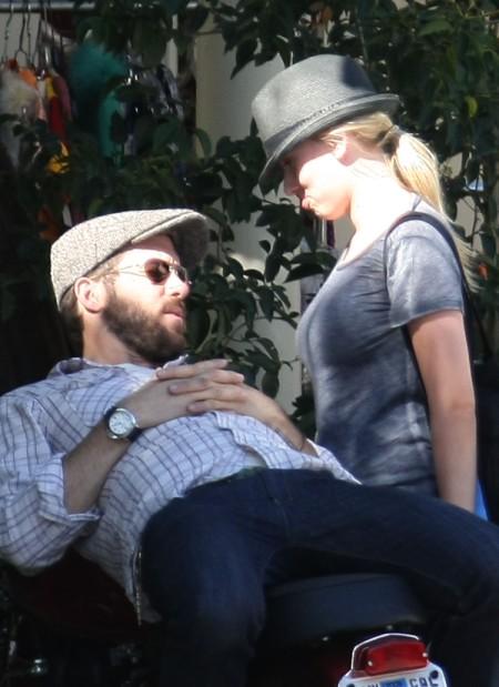 Did Scarlett Johansson Know Ryan Reynolds Was Marrying Blake Lively? 0910