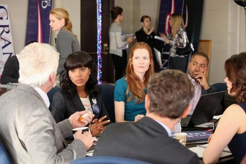 BARRY BOSTWICK (OBSCURED), KERRY WASHINGTON, DARBY STANCHFIELD, TONY GOLDWYN (OBSCURED), COLUMBUS SHORT, BELLAMY YOUNG (OBSCURED)