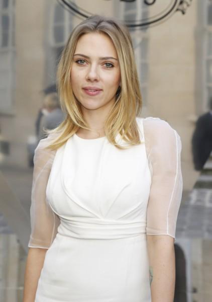 Did Scarlett Johansson Dump Nate Naylor Because Of Ryan Reynolds' Wedding? 1014