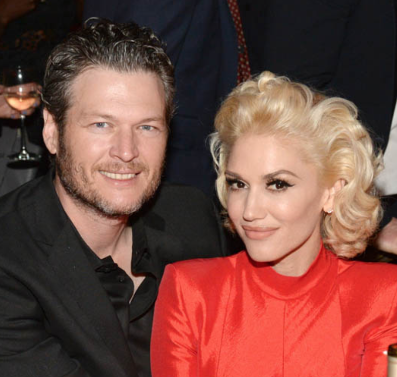 Blake & Gwen's EPIC Grammy Kiss - PHOTOS HERE!