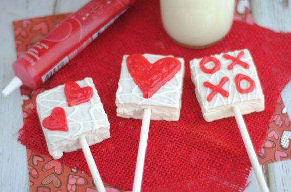 VANILLA CAKE HEART POPS