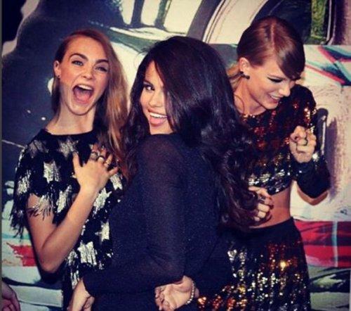 Taylor Swift Flying Selena Gomez To Australia, Keeping SelGo Away From Justin Bieber