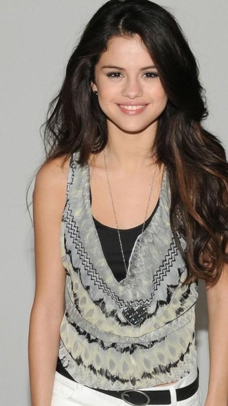 Selena Gomez Admits She's Terrified To Grow Up!