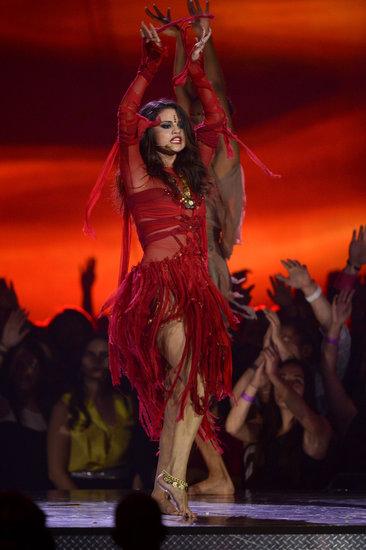 Selena Gomez's Terrible MTV Movie Awards Performance Draws Negative Reviews And Criticism