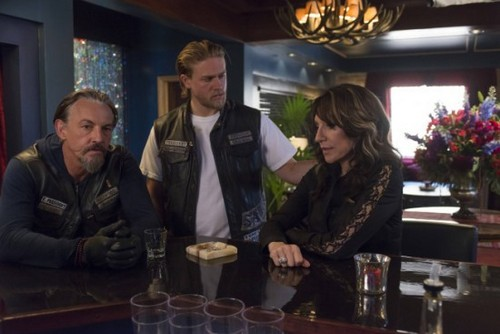 "Sons of Anarchy RECAP 10/8/13: Season 6 Episode 5 ""The Mad King"""