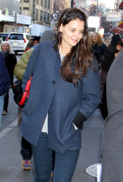 Katie Holmes Refusing To Date, Afraid All Men Controlling Like Tom Cruise 0204