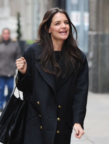 Katie Holmes Tries To Rebuild Life In Hollywood, Forces Tom Cruise To Stay Away! 0224