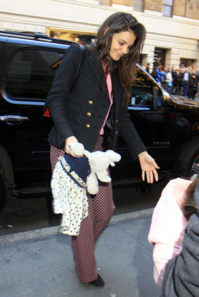 Katie Holmes, Tom Cruise Spoiling Suri Cruise This Christmas, Bad Parenting? 1218