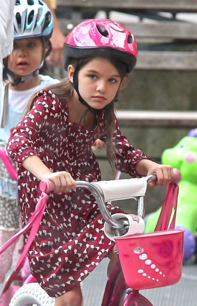 Suri Cruise Scaring Families At New School, Parents Threaten To Yank Their Kids Out! 0902
