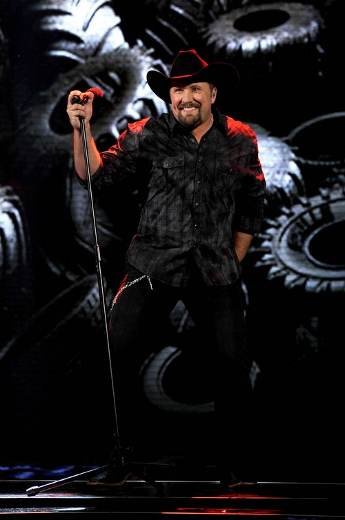 "Tate Stevens Sings ""Tomorrow"" The X Factor 12/19/12 (Video)"