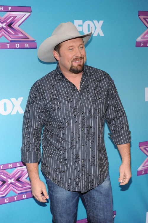 """Tate Stevens and Little Big Town """"Pontoon"""" On The X Factor 12/19/12 (Video)"""