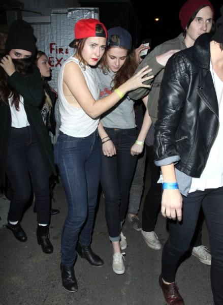 Robert Pattinson Bans Kristen Stewart From Visiting Him In Australia, Needs A Break From Her 0307