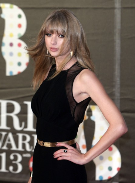 Taylor Swift Fan Mail Dumped Unopened In Garbage - More Bad PR?   0313