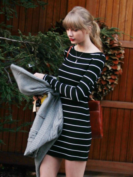 Taylor Swift Flies To London To Win Harry Styles Back, Desperate Or Cute? 0122