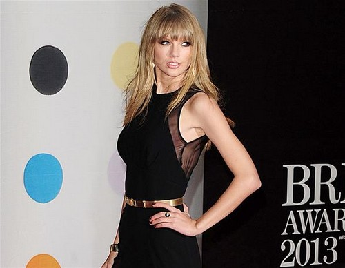 Taylor Swift Sexy New Image – Strips To Dominatrix Outfit During Concert (Video)