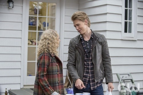"The Carrie Diaries RECAP 1/3/14: Season 2 Episode 9 ""Under Pressure"""