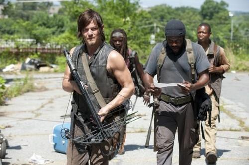 """The Walking Dead Season 4 Episode 5 """"Internment"""" Sneak Peek Video & Spoilers"""