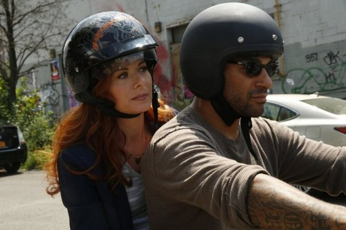 "The Mysteries of Laura Recap 10/1/14: Season 1 Episode 3 ""The Mystery of the Biker Bar"""