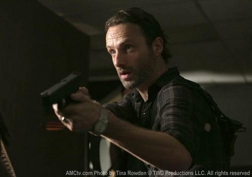 """The Walking Dead Season 3 Episode 14 """"Prey"""" Sneak Peek Video & Spoilers"""