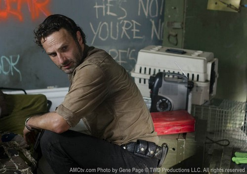 "The Walking Dead Season 3 Episode 13 ""Arrow on the Doorpost"" Sneak Peek Video & Spoilers"