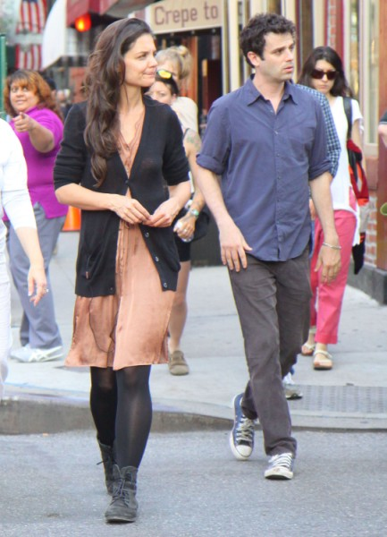 Katie Holmes Finally Moves On From Tom Cruise, Dating Co-Star (PHOTOS) 0522