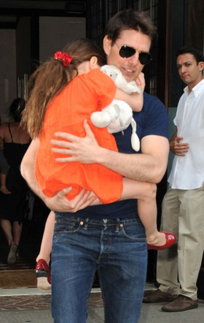 Tom Cruise Trying To Steal Suri Cruise Away Again While Katie Holmes Is At Her Lowest? 0131