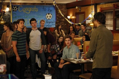 """Twisted RECAP 8/27/13: Season 1 Finale """"Out With the In-Crowd"""""""