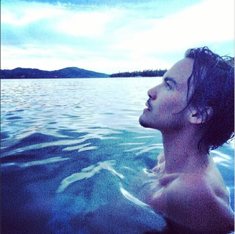 Tyler Blackburn Bare Butt Nude Photos - Ravenswood Star Gets Cheeky In Fiji (PHOTOS)