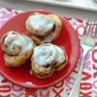 HEART SHAPED VALENTINE DAY CINNAMON ROLES