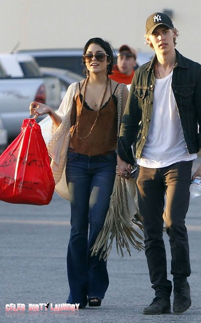 Vanessa Hudgens Takes A Stroll With New BF Austin Butler