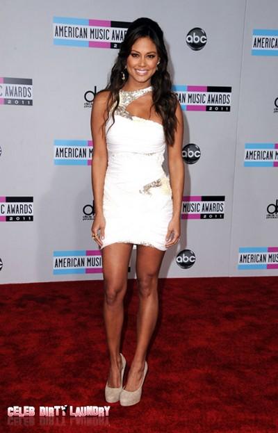 2011 American Music Award Red Carpet Arrival (Photos)