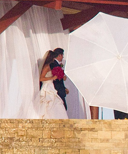 First Photos: Nick Lachey's New Bride Vanessa Minnillo's Wedding Dress