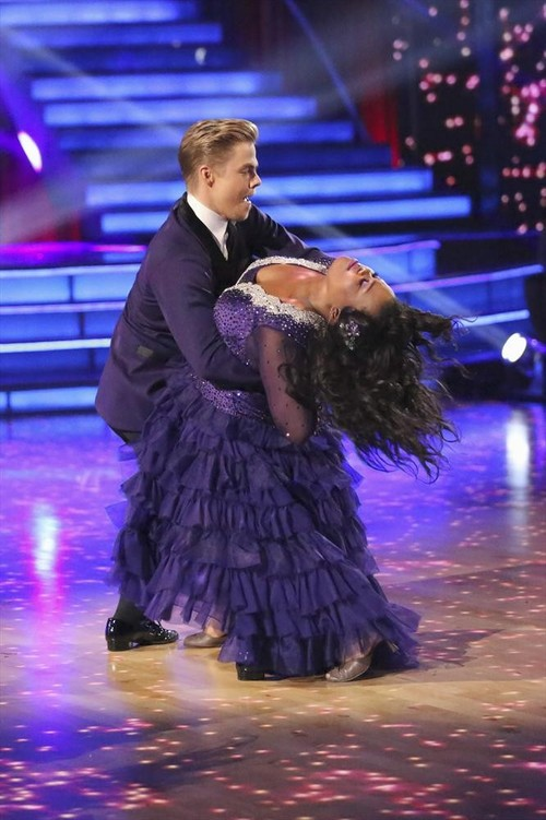 Amber Riley Dancing With the Stars Samba Video 10/21/13